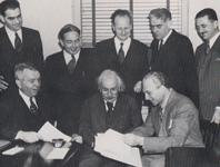 "Gründer des ""Emergency Committee of Atomic Scientists"" 1946"